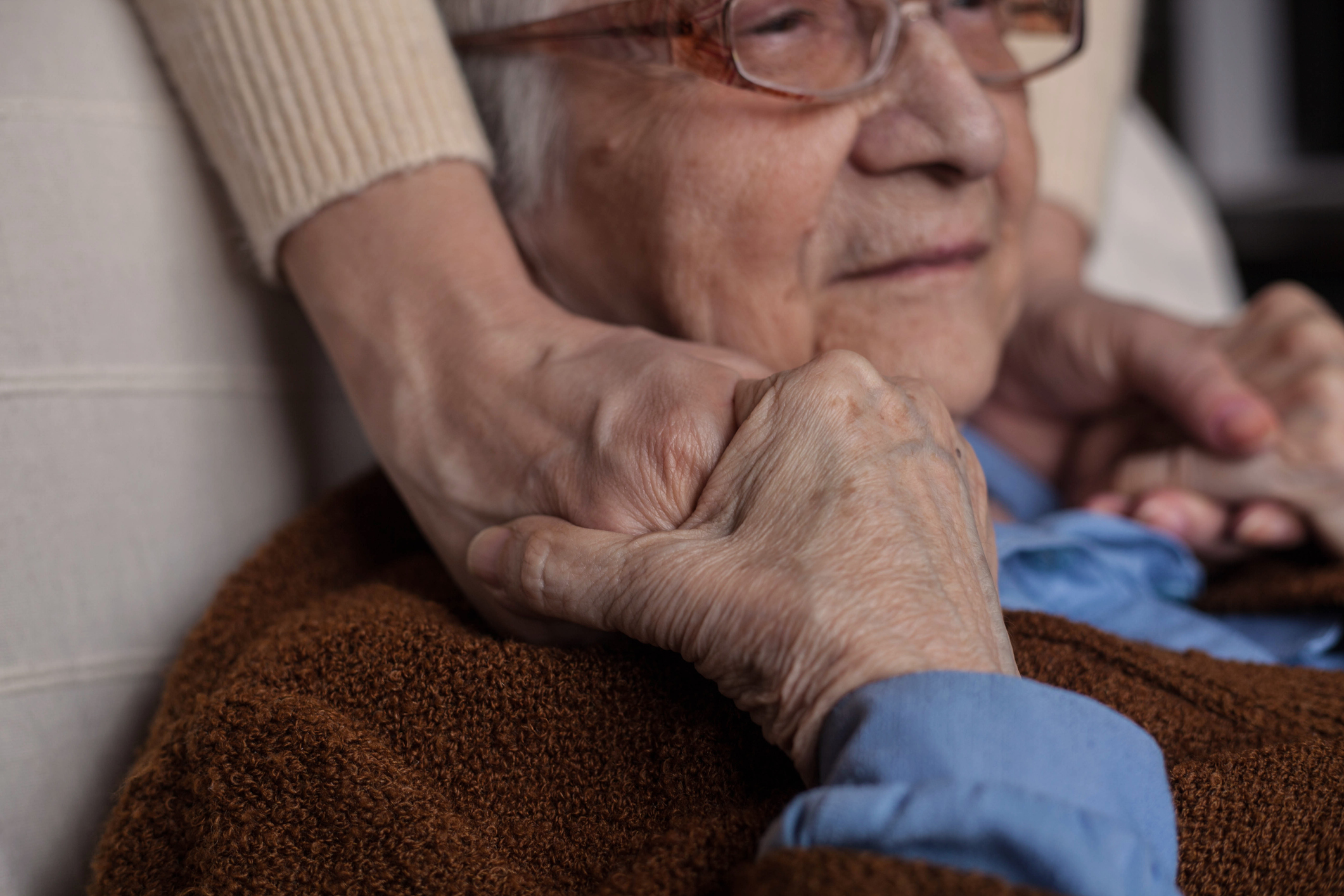Learn late stage Alzheimer's symptoms and care tips for family caregivers.